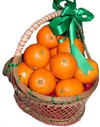 4 kilo fresh Oranges in a basket