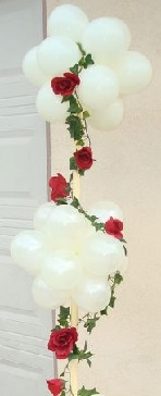 20 white air balloons with trailing roses and leaves
