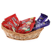 Small Chocolate basket (2 dairy Milk 4 Kitkat 2 Perk)