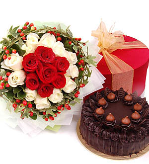24red &white roses bunch +1/2 kg chocolate cake