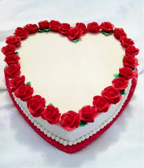 1 Kg heart black forest white icing border red roses
